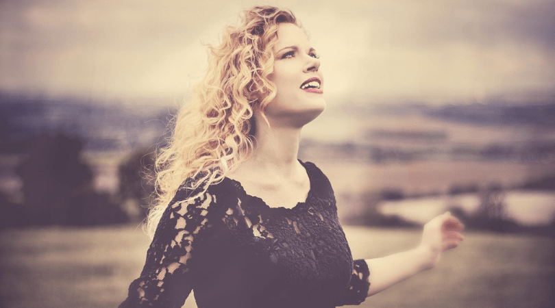 Amanda Shaw, Going Back Into The UK Music Scene - dHarmic Evolution Podcast